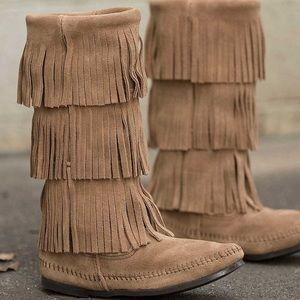 Minnetonka moccasin boot
